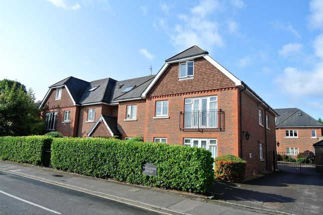 Thumbnail Flat for sale in Corrie Road, Addlestone