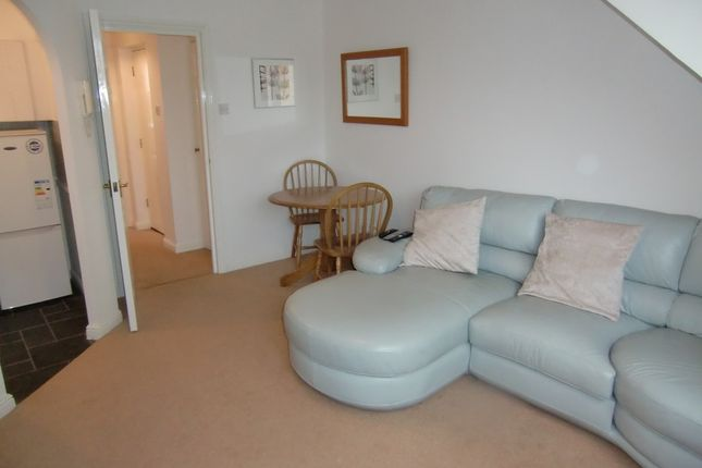 Thumbnail Flat for sale in Rochester Court, Rochester Drive, Garston, Watford