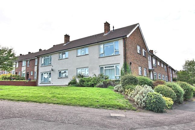 Thumbnail Flat for sale in Rooksmead, Bedford