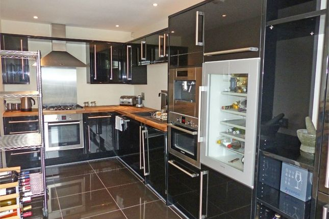 2 bed flat to rent in 18 Brockley Park, Forest Hill, London
