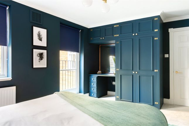 Master Bedroom of West Mews, Pimlico, London SW1V