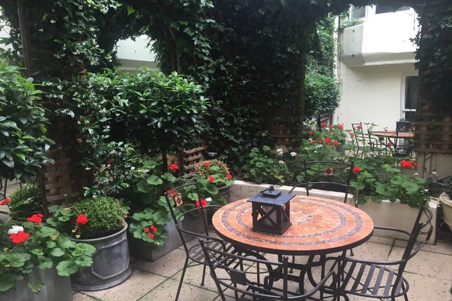 Patio Garden of Lower Belgrave Street, Belgravia SW1W