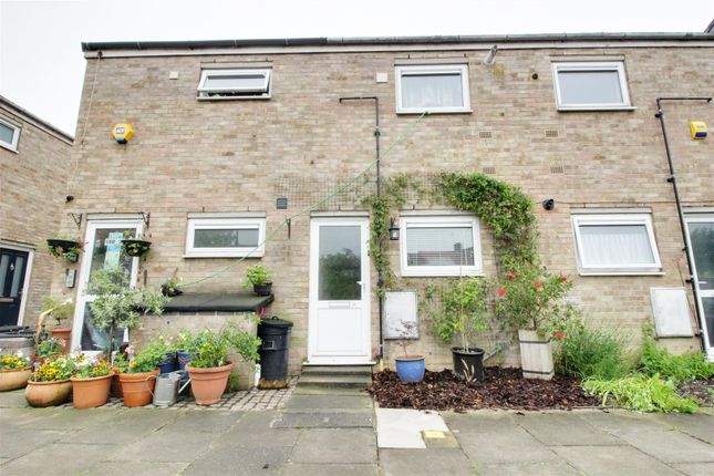 Thumbnail Flat for sale in Priors Mead, Enfield