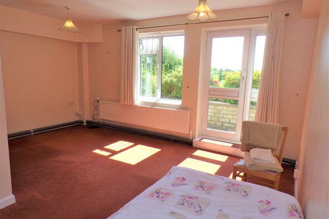 Studio to rent in Wood Lane, Chippenham SN15