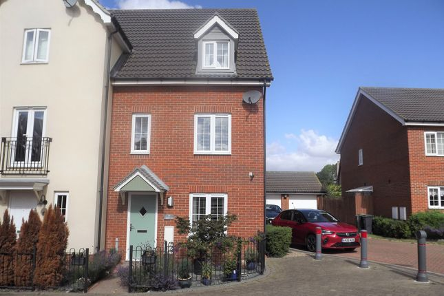 Town house for sale in Curlew Close, Stowmarket