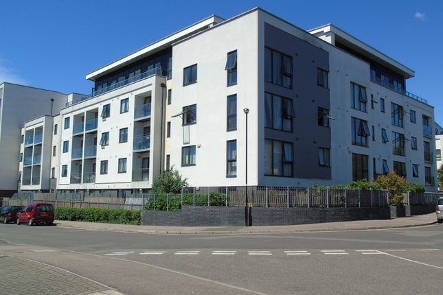 Thumbnail Flat for sale in Hillyfield, Walthamstow