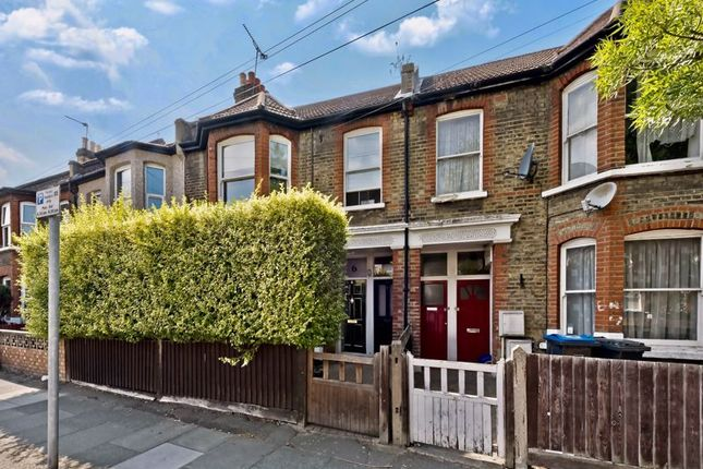 Thumbnail Maisonette to rent in Wycliffe Road, London