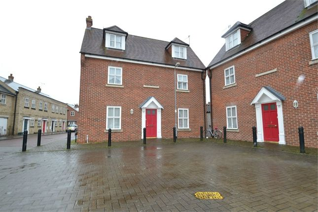 5 bed detached house to rent in Mascot Square, Colchester, Essex
