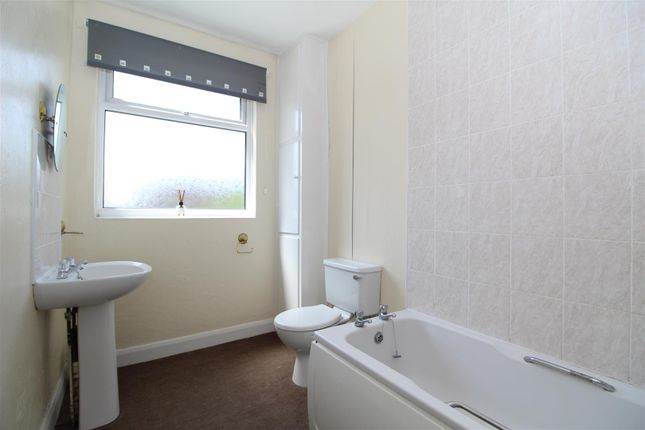 Bathroom of Glanville Avenue, Scunthorpe DN17