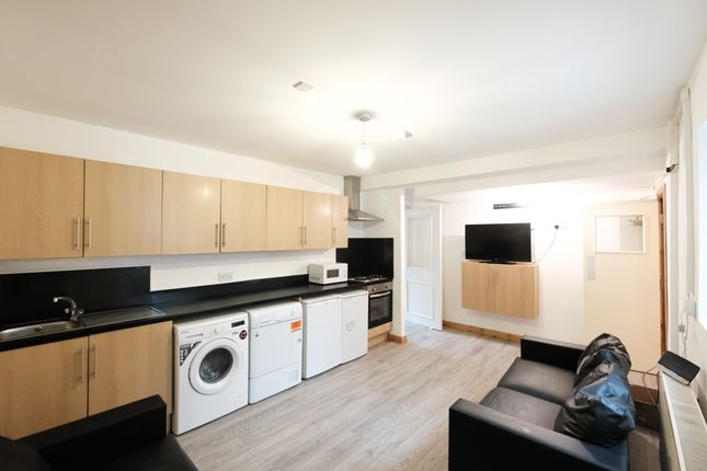 Thumbnail Flat to rent in Adelphi Street, Preston, Lancashire