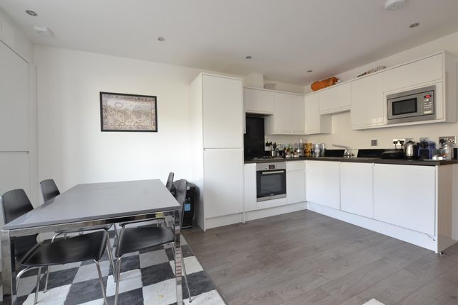 Thumbnail Flat to rent in Flat Maple House, High Street, Witney, Oxon
