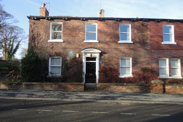 2 bed flat to rent in College Grove Road, Wakefield