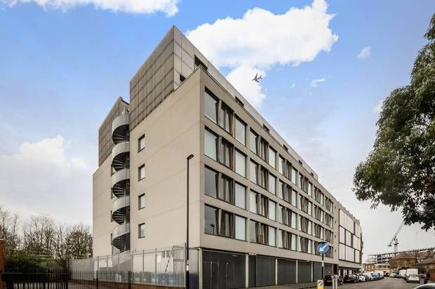 Thumbnail Flat to rent in Arklow Road, London