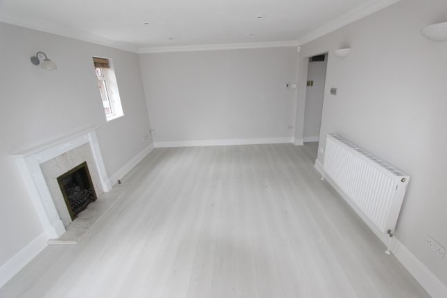 4 bed detached house to rent in Cranleigh Gardens, Sutton