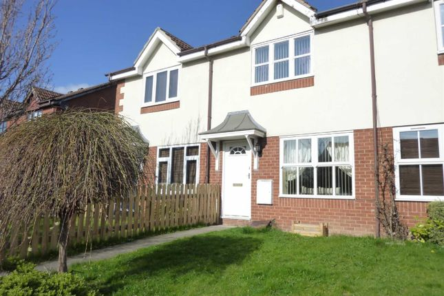 2 bed town house to rent in Cornfield, Dewsbury WF13