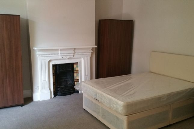 Thumbnail Terraced house to rent in Birnam Road, Holloway, London