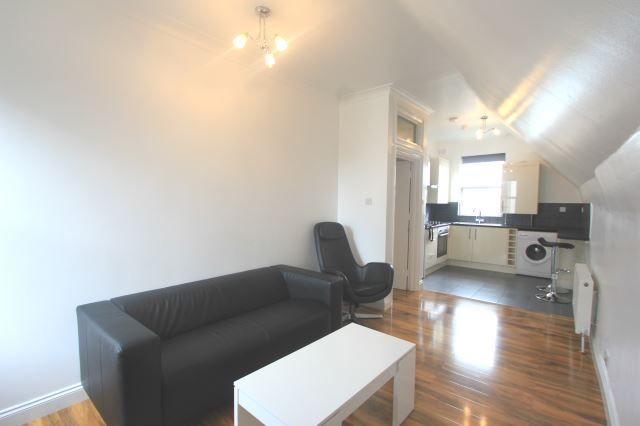 2 bed flat to rent in West Green Road, Turnpike Lane