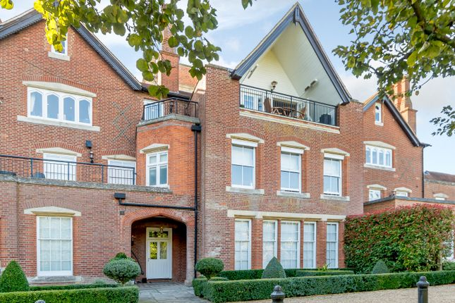 Thumbnail Flat to rent in Bedwell Park, Cucumber Lane, Essendon, Hatfield