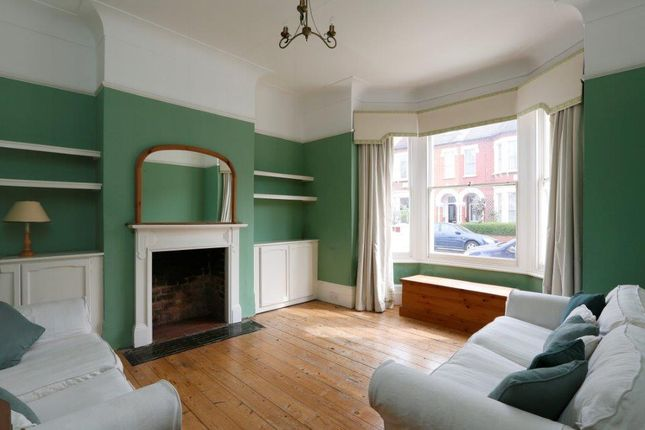 Thumbnail Flat to rent in Foxbourne Road, London