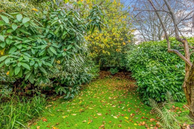 Garden of Flat 9, Stockport Road, Gee Cross, Hyde SK14