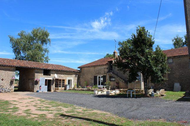 Thumbnail Farmhouse for sale in Poitou-Charentes, Vienne, Le Vigeant