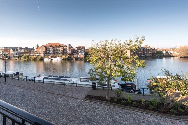 Thumbnail Flat for sale in Thames Side, Windsor, Berkshire