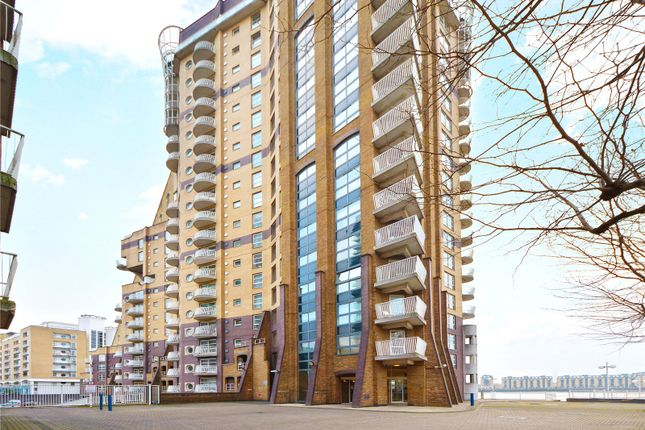 Thumbnail Flat to rent in Cascades Tower, 4 Westferry Road, London