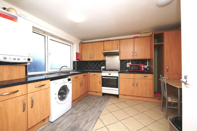 3 bed flat for sale in Bramall Close, London, Greater London E15
