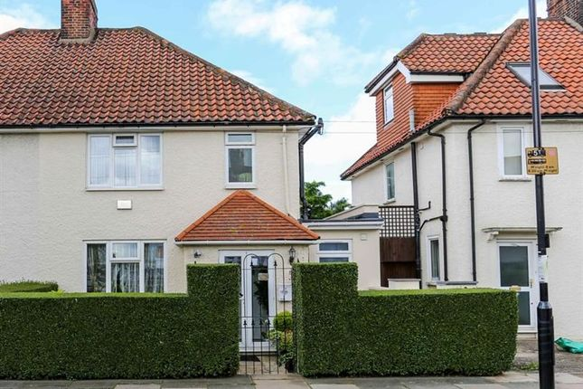 Thumbnail Property to rent in Saxon Drive, West Acton, London