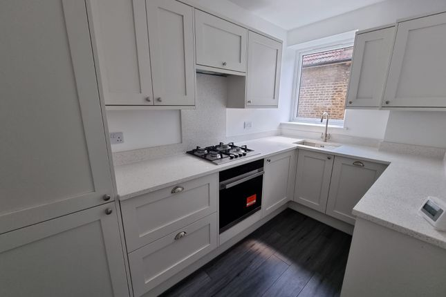 1 bed flat to rent in Manor Road, Romford RM1
