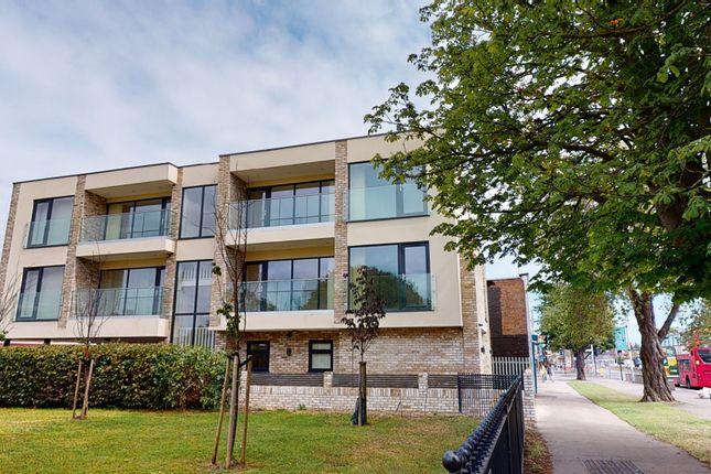Thumbnail Flat to rent in Hewens Road, Uxbridge
