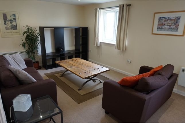 Thumbnail Flat to rent in Woodside Court, Leeds
