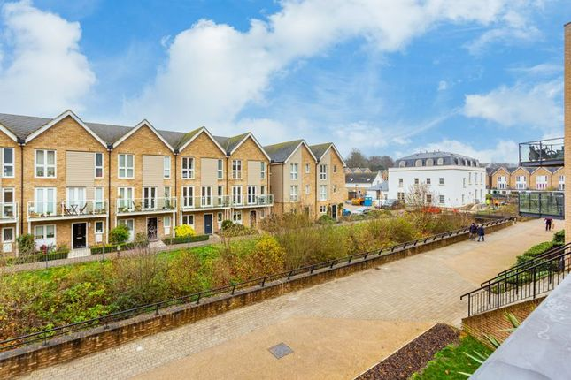 2 bed flat for sale in The Embankment, Hemel Hempstead HP3