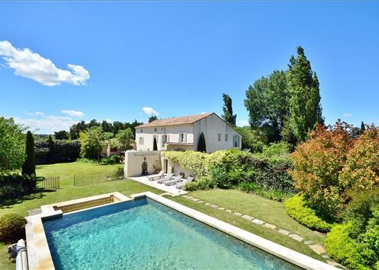 5 bed farmhouse for sale in L'isle-Sur-La-Sorgue, France