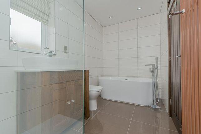En-Suite of Wood Lane, Rothwell, Leeds LS26
