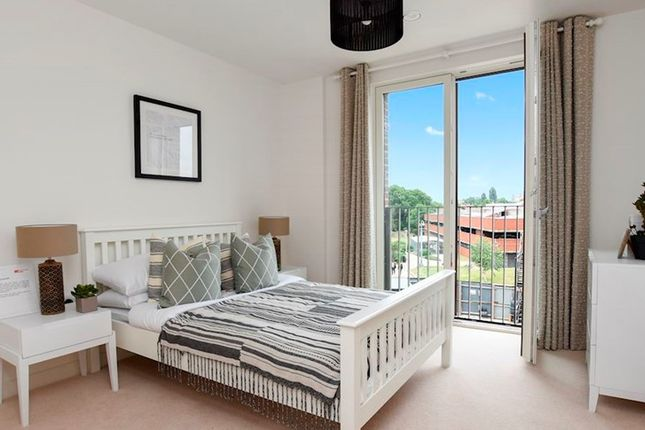 2 bedroom flat for sale in Lampton Road, Hounslow, London