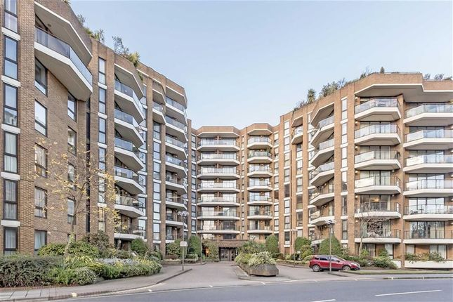 4 bed flat for sale in Blythe Road, London