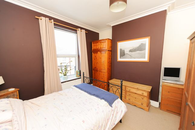 Bedroom 1 of Compton Street, Chesterfield S40