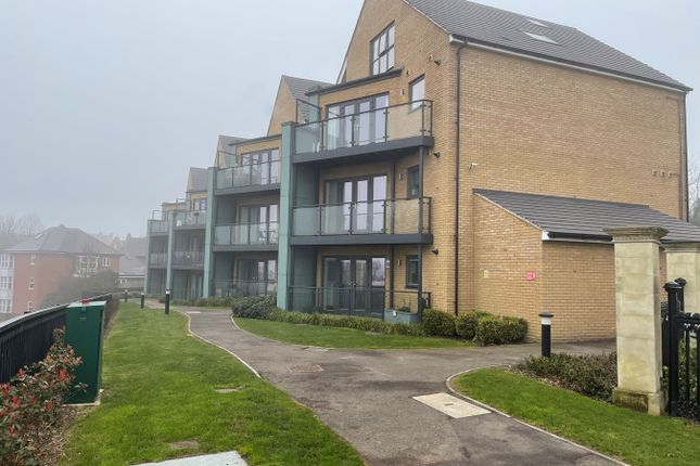 Thumbnail Flat to rent in The Avenue, Greenhithe