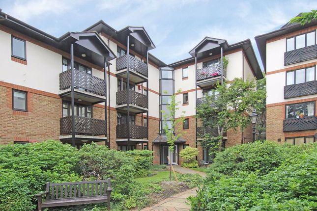 Thumbnail Flat to rent in Lichfield Gardens, Richmond