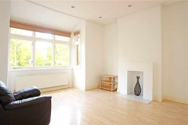 3 bed flat to rent in East Dulwich Grove, East Dulwich, London SE22