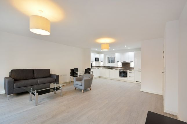 Thumbnail Flat to rent in Blondin Way, London