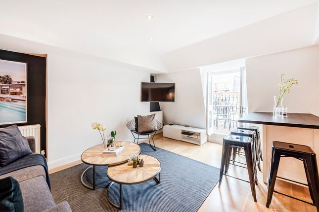 Flat to rent in Percy Street, London