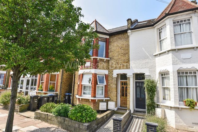 Thumbnail Flat for sale in Highworth Road, London