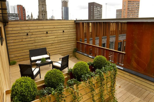 Thumbnail Town house to rent in Roof Gardens, Ellesmere Street, Manchester