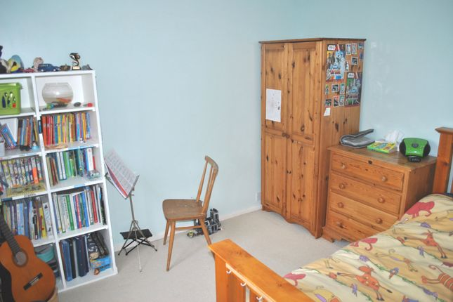 Bedroom 3 of Salisbury Close, Potters Bar EN6