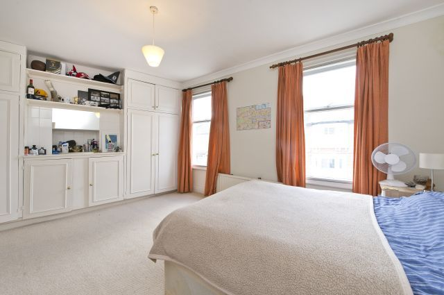 3 bed end terrace house to rent in Eversleigh Road, Battersea