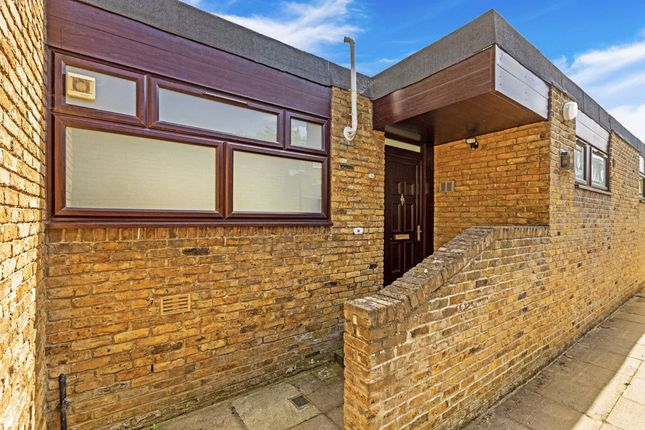 Thumbnail Bungalow for sale in Dorrien Walk, London