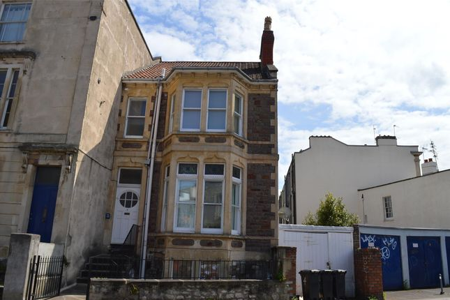 2 bed flat to rent in Basement Flat, Cotham Road South, Cotham, Bristol