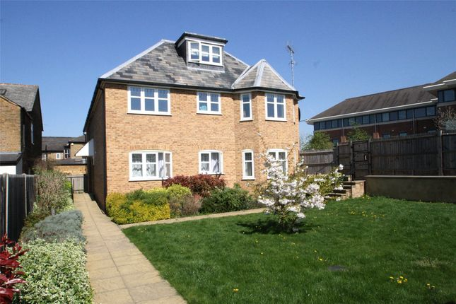 2 bed flat to rent in Hythe Court, 16 Thorpe Road, Staines-Upon-Thames, Surrey
